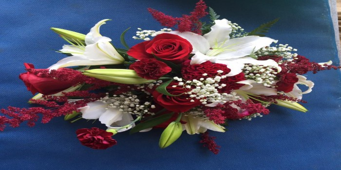 cascading white tiger lilies with red roses