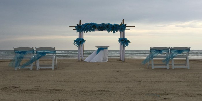turquoise archway set up